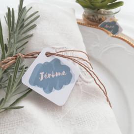 marque-place, porte nom, mariage, invités, papier blanc, aquarelle, bleu gris
