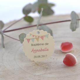 baptême, étiquette cadeaux invités, dragée, papier ivoire, fanions rose